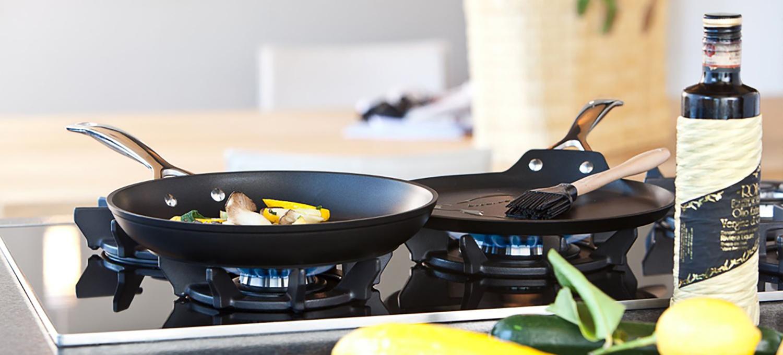 magasin d 39 ustensiles de cuisson en fonte aluminium inox ou t le maill e manosque apt. Black Bedroom Furniture Sets. Home Design Ideas